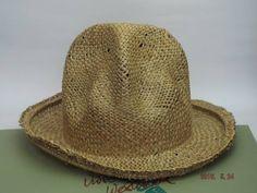 イギリス・ロンドンのワールズエンドで買付した本物(並行輸入品)です。ノークレーム・ノーリターンでお願いします。商品名:ヴィヴィアンウエストウッド ワールズエンド ストローマウンテンハット材質:麦わら色:ナチュラルサイズ:ワンサイズ(フリーサイズ)帽子のつばの外形:32cmクラウンの高さ:19cm原産国:イギリス国内定価:41,000円(税別)参照ページ:「 マウンテンハット 」 一覧