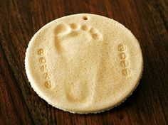 Salt Dough Foot Prints http://www.ivillage.com/diy-ornaments-kids/6-a-551304
