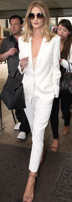 13 celebrity summer suits: Rosie Huntington-Whiteley's stuns in a white pants suit a nude pumps The summer dress has nothing on this breezy power play. Fashion Mode, Work Fashion, Womens Fashion, Runway Fashion, Style Fashion, Monochrome Fashion, Fashion Trends, Paris Fashion, Fashion Fashion
