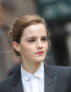 « J'étais très nerveuse », admet sans mal Emma Watson. L'actrice de 24 ans a évoqué son discours très applaudi sur l'égalité des sexes aux Nations Unies, en septembre dernier.  http://www.elle.fr/People/La-vie-des-people/News/Emma-Watson-Le-feminisme-n-est-pas-une-dictature-2855680