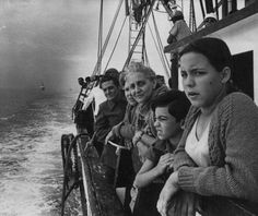 Mariel boatlift exodus in 1980 ~Apenas siendo un niño allá en Antilla, mi madre me visto de marinero, tuve que navegar 90 millas y comenzar mi vida de extranjero~