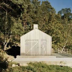 Sauna in Stockholm Archipelago, Sweden designed by General Architecture. Box Architecture, Contemporary Architecture, Cool Sheds, Larch Cladding, Stockholm Archipelago, Sauna Design, Outdoor Sauna, Sauna Room, Sauna House