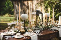 déco de table automnale en citrouilles, chandeliers et lanterne