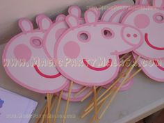 More Put your house party that's simple, fashionable, along with Elsa Birthday Party, Pig Birthday Cakes, Magie Party, George Pig Party, Cumple Peppa Pig, Pig Crafts, Party Fiesta, Party Time, Google