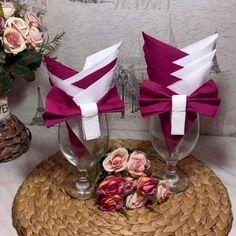 Christmas Napkin Folding, Paper Napkin Folding, Christmas Napkins, Paper Napkins, Christmas Crafts, Serviettes Roses, Food Decoration, Diy Table Decorations, Diy And Crafts