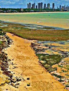 Arte feita nas falésias do Cabo Branco em João Pessoa na Paraíba, Brasil. Facebook ( Neto Cicchilli ).