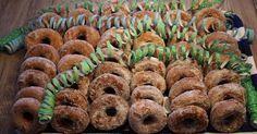 Tästä ei enään munkkitaikina voi parantua. Ihanan pehmeät ja suussasulavat. Vie kyllä niin kielen me... Swedish Recipes, Mini Cupcakes, Sushi, Baking, Ethnic Recipes, Desserts, Foods, Finland, Tailgate Desserts