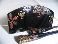 Lacquer comb with gold and silver decoration - snowflakes?