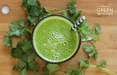 What are green smoothies? Here are the top 5 reasons why we love green smoothies and a simple formula to make your own delicious green smoothie recipe. Healthy Juices, Healthy Smoothies, Healthy Drinks, Breakfast Smoothies, Healthy Recipes, Best Green Smoothie, Green Smoothie Recipes, Green Smoothies, Smoothie Legume