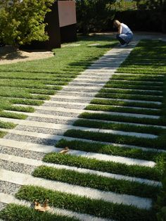 Driveway Landscaping, Country Landscaping, Stone Driveway, Outdoor Spaces, Outdoor Decor, Warm Spring, Driveways, Garden Gates, Floor Design