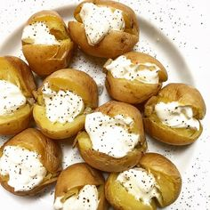 Little bites of heaven. Baby baked potatoes with sour cream and pepper  #eatyourvegetables // #snack // #healthy #healthyfood #foodie #food #foodpic #foodblog #glutenfreelife #glutenfree #eat #foodporn #foodlover by eve_alacu