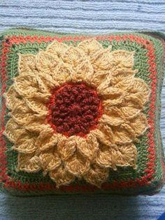 The Crocodile Flower pattern by Joyce Lewis ~ free pattern + color inspiration by rosebud2