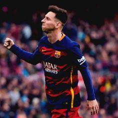 Lio Messi es el jugador que más goles (15) ha marcado en el derbi de Barcelona en TODA la historia. Hombre récord.