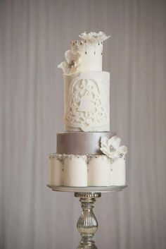 Winter wedding bells - Cake