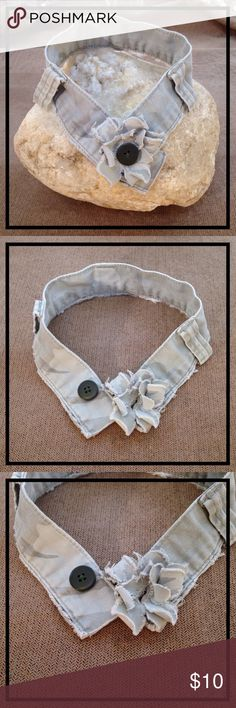 CHOKER NECKLACE |FADED DESERT CAMO DENIM |BEIGE 🌵 FADED DESERT CAMO CHOKER/COLLAR NECKLACE w/DENIM FLOWER & GREEN BUTTON CENTER 🌵  Upcycled from cargo denim waistband w/belt loops left on for fun.  Dimensions: 14in. Length & 1.5in. Width. Sits comfortably above collar bones on neck. MOJOBOHOBOLD Jewelry Necklaces