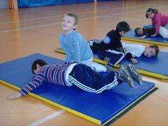 jeux d'opposition - suite - Le blog de delphine Delphine, Basketball Court, Kids Rugs, Blog, Physical Education Activities, Gym, Creative Crafts, Kid Friendly Rugs, Blogging