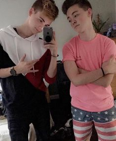 Corbs and zach oh my 😂❤️< Yea oh my is right they are so young. Hottest Guy Ever, Hottest Guys, Man Band, Boy Bands, Boy Celebrities, Celebs, Why Dont We Imagines, Music X, Why Dont We Band