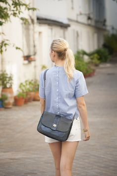 - Antoinette Ameska - Sac Milan  #antoinetteameska #tendance #mode #bleu #paillette #mannequin #bandoulière
