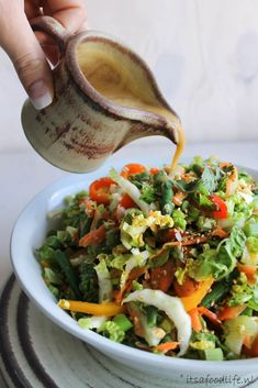 Thaise salade met sesam- knoflook dressing - It& a Food Life healthychineserecipes Good Healthy Recipes, Easy Healthy Recipes, Asian Recipes, Gourmet Recipes, Easy Meals, Ethnic Recipes, Healthy Salads, Healthy Desserts, A Food
