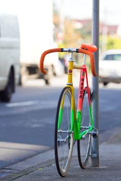 Loud but nicely done fixie. Bike Mtb, Bicycle Painting, Push Bikes, Urban Bike, Fixed Gear Bike, Bike Style, Cool Bicycles, Bicycle Design, Bike Accessories