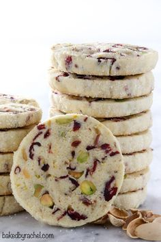 Light and flavorful cranberry pistachio cookie recipe from (christmas cooking recipes) Thanksgiving Cookies, Xmas Cookies, Icebox Cookies, Christmas Shortbread Cookies, Cookies Light, Thumbprint Cookies With Jam, Pecan Sandies Cookies, Pinwheel Cookies, Thanksgiving Turkey
