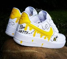 Custom Honeybee Nike Air Force 1 - Source by ameliegerth - Custom Painted Shoes, Custom Shoes, Nike Shoes Air Force, Swag Shoes, Cute Nikes, Aesthetic Shoes, Fresh Shoes, Hype Shoes, New Shoes