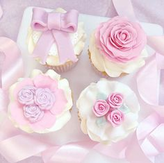 Loved making these pretty floral cupcakes! I think my favourite design has to be the bottom right, which is yours?  p.s two have a Nutella filling inside the sponge & two have jam