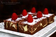 Negresă cu cheesecake și zmeură, rețetă video Romanian Food, No Cook Desserts, Something Sweet, Ricotta, Macarons, Tiramisu, Cheesecake, Food And Drink, Sweets