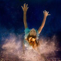 Beautiful 'Alice in Wonderland'-Inspired Underwater Photos