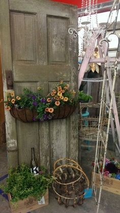 Old door repurposed, vintage garden Old Door Projects, Garden Projects, Reclaimed Doors, Repurposed Doors, Raised Bed Garden Design, Vintage Doors, Garden Doors, Backyard, Patio