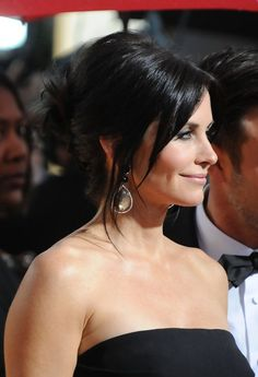 Elegant Updos for Women Over Courteney Cox French Twist Updo Hairstyle Cut My Hair, New Hair, Hair Cuts, Cute Hairstyles, Wedding Hairstyles, Updo Hairstyle, Pretty Updos, French Twist Updo, Bridal Hairdo