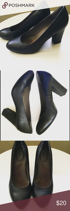 Black block heels Black block heels   ABSOLUTELY COMFORTABLEEEEE!   size 7 Shoes