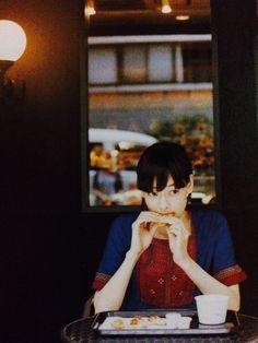 市川実日子 ichikawa mikako Photos Of Women, Girl Photos, Beautiful Photos Of Nature, City People, Figure Poses, Wild Girl, Vintage Girls, Pose Reference, Vintage Beauty