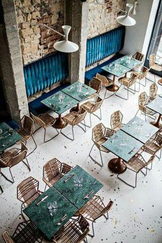 Daroco restaurant, Paris We're simply infatuated by the green marble tables in this Parisan eatery. Blue velvet seats, reserved for the booths that are set against an exposed brick wall, display a complementary balance of warm and cool tones. Coffee Shop Design, Cafe Design, Design Design, Design Trends, Design Ideas, Design Projects, Restaurant Interior Design, Design Hotel, Industrial Restaurant Design