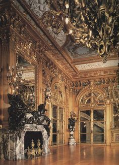 Sublime fireplace in Fleur de Pêcher marble made by Jules Allard for the Golden Ball room of Marble House, William Kissam Vanderbilt's residence. Marble House, Large Chandeliers, Princess Aesthetic, Architectural Antiques, Ballrooms, Gold Walls, Masquerade Ball, Old Money, New England