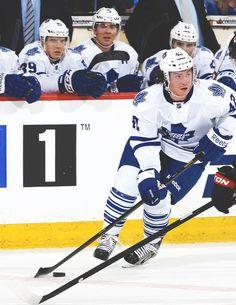 Tyler Bozak Hot Hockey Players, Tyler Seguin, Jonathan Toews, Toronto Maple Leafs, World Of Sports, Montreal, Nhl, Captain America, Blood