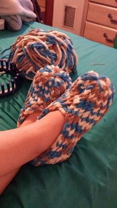 My new slippers made on a 24 peg loom.. so easy :) #pinkmilis - Knitting Journal