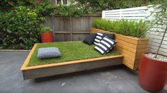 Outdoor DIY bed! Celebrate the arrival of spring with a lounge room in your backyard!