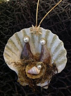 This Seashell Manger Scene Christmas Nativity Ornament is sure to be a favorite. This handmade Nativity Manger Scene Ornament was made here at Sea Things in Ventura, CA. This unique design was created Mais Nativity Ornaments, Nativity Crafts, Christmas Nativity, Christmas Projects, Christmas Crafts, Christmas Decorations, Christmas Ornaments, Nativity Scenes, Felt Ornaments