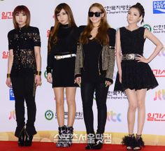 28th Golden Disk Awards Show red carpet (2014) love the ladies' outfits. suspectedly some Balmain in there. + CL's neon green nails Park Bom's dress also worn by Uhm Jung Hwa: http://www.eiffelinseoul.com/2014/01/uhm-jung-hwa-wears-balmain-to-laws-of.html
