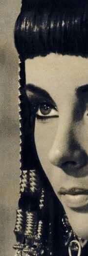 #liztaylor #cleopatra #femaleicons #styleicon