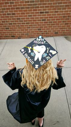 What a fun grad cap!!