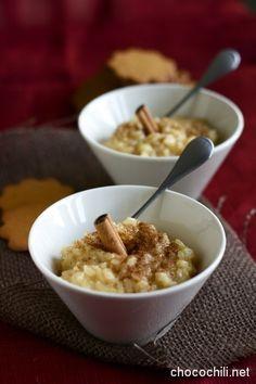 Minulta on tänä vuonna näin joulun alla kyselty useampaan otteeseen, mihin vegaani keittää riisipuuronsa. Kaikille ei vielä taida olla ihan itsestään selvää, että kaupat ovat nykyään pullollaan erilaisia kasvimaitoja, joista voi valita mieleisensä ja niistä saa riisipuuronkin keitettyä. Oma suosikkini riisipuuron keittelyyn on vaniljan makuinen soijamaito.  Soijamaito on kasvimaidoista kaikkein täyteläisimmän makuista, joten se…  Lue lisää