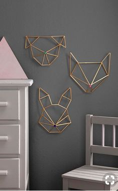 Himmeli DIY wall ornament in golden brass straw rabbit form Modern Wall Decor, Diy Wall Decor, Funky Decor, Decor Room, Himmeli Diy, Corner Deco, Diy Wanddekorationen, Mur Diy, Diy Casa