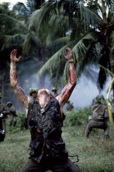 Platoon directed by Oliver Stone, starring Tom Berenger, Willem Dafoe… 80s Movies, Iconic Movies, Good Movies, Movie Tv, Platoon Movie, Best Screenplay, Willem Dafoe, War Film, Movie Shots