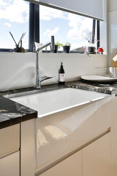 The Butlers sink in action in this case its situated in the scullery of this Whitford home, all custom designed by KMD Kitchens, Auckland. Kitchen Sink Taps, Butler Sink, New Kitchen Designs, Beautiful Kitchens, Auckland, Laundry Room, Custom Design, Kitchen Renovations, Modern