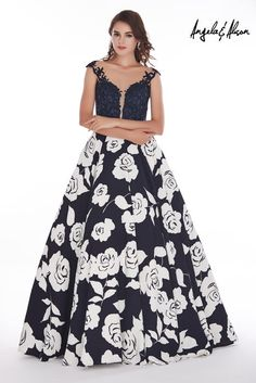 **SOLD**Size 6 Navy-Floral, Angela and Alison 61112 is a long full-skirted prom gown with rose print on skirt and floral design on sheer bodice. Floral Prom Dresses, Nice Dresses, Formal Dress Stores, Formal Dresses, Bridal And Formal, Ball Gowns, Prom Gowns, Dress To Impress, New Dress