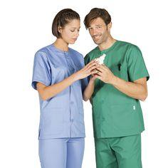 604 blusa sanitario en manga corta,  abotonada y en color celeste y verde quirofano