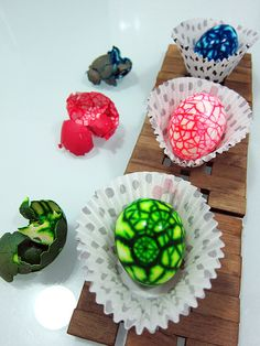 Make marbled eggs for Easter!