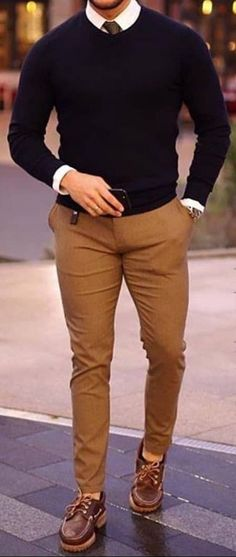 Explore the latest men's fashion must haves for 2018 with Farfetch. Mens Casual Dress Outfits, Formal Men Outfit, Stylish Mens Outfits, Mens Sweater Outfits, Black Sweater Outfit, Business Casual Men, Men Casual, Smart Casual, Casual Styles